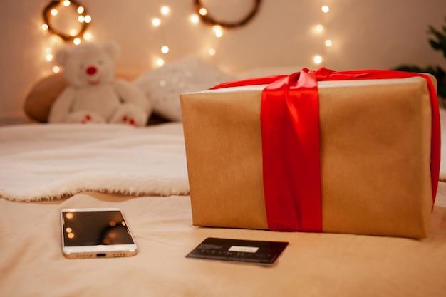 Online-shopping für weihnachten. weihnachtsgeschenke mit lieferung nach hause.