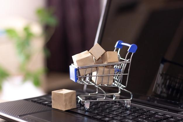 Online-shopping mit lieferung nach hause.