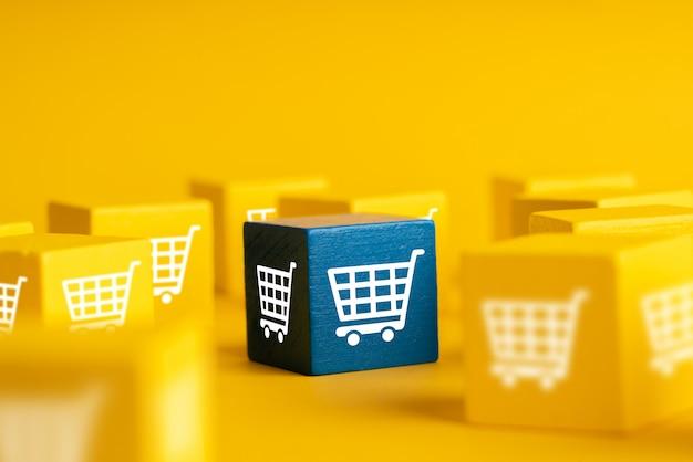 Online-shopping-symbol auf bunten würfeln