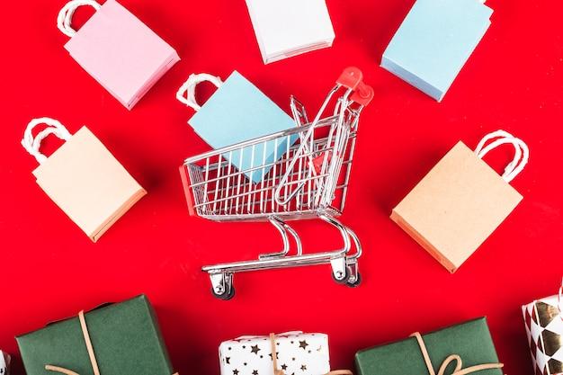 Online-shopping zu hause concept.online shopping ist eine form des elektronischen handels, mit der verbraucher direkt einkaufen können