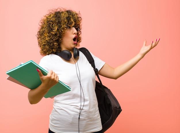 Oper spielen oder bei einem konzert oder einer show singen, sich romantisch, künstlerisch und leidenschaftlich fühlen