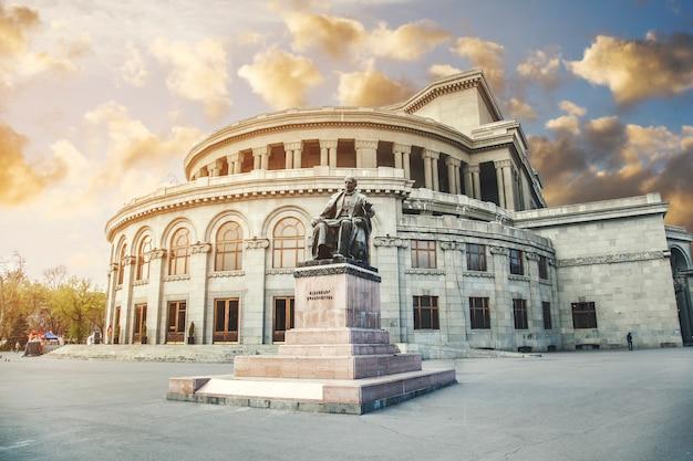 Opern- und balletttheater eriwan