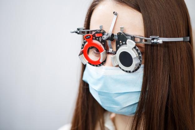 Optometrie-instrument der klinik. augenärztliche korrektur des sehvermögens.