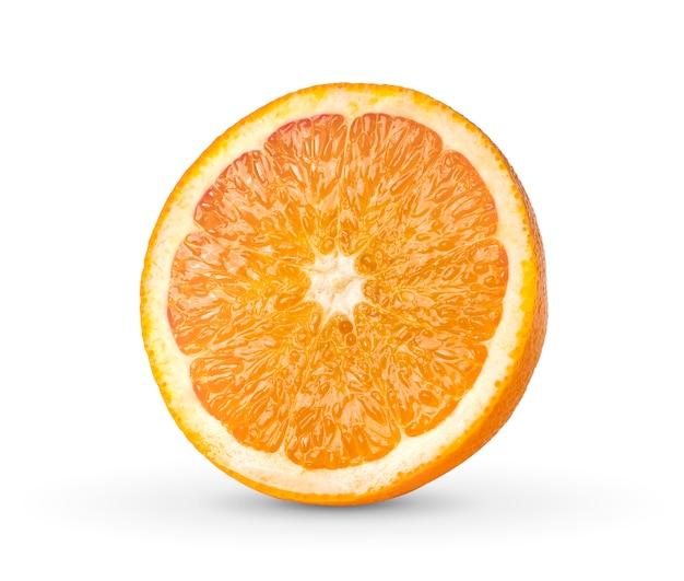 Orange hälfte isoliert auf weiß