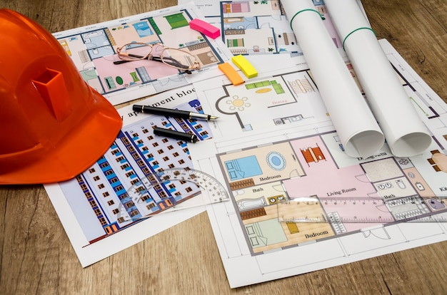 Orange helm, konstruktionszeichnung, taschenrechner, stift