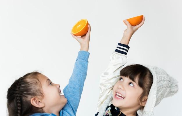 Orange ist eine saftige frucht und viel vitamin.
