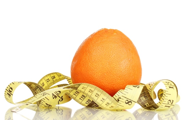 Orange mit maßband auf weiß
