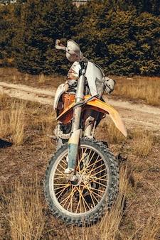 Orange motocross-fahrrad