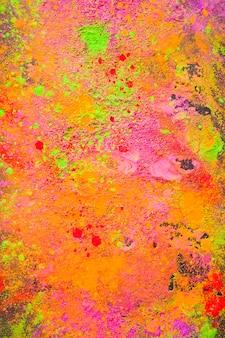 Orange pulver auf tisch verstreut