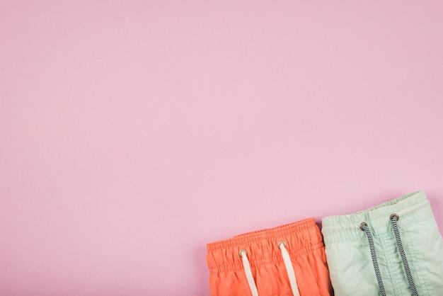 Orange und grüne shorts mit spitze