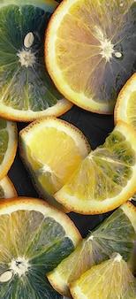 Orange zitrusfrüchte auf einem steintisch. orangefarbener hintergrund.