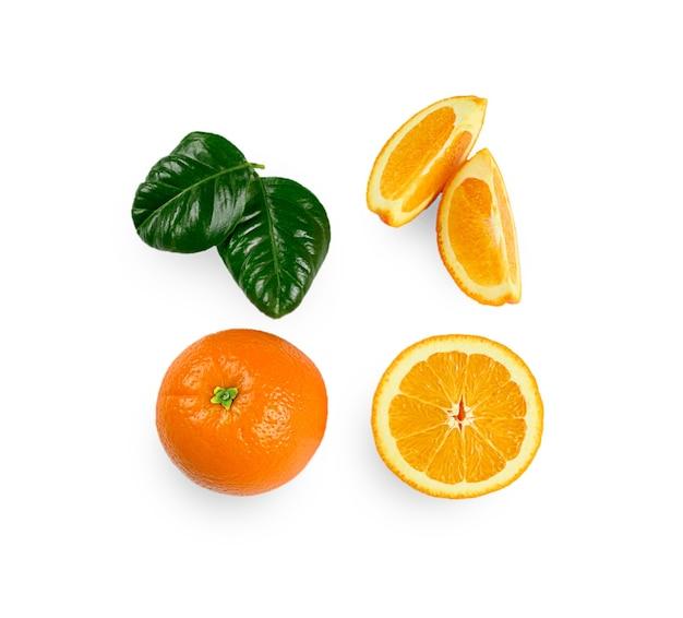 Orange zusammensetzung isoliert auf weiß. hochwertiges foto