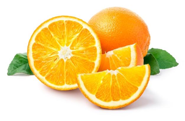 Orangenfrucht isoliert auf weißem hintergrund