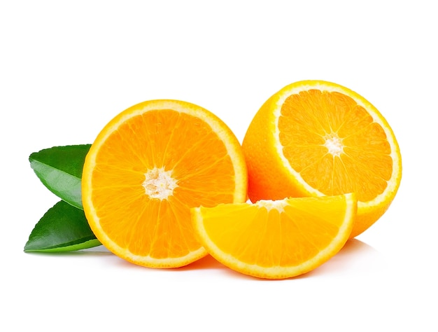 Orangenfrucht lokalisiert auf weißem hintergrund