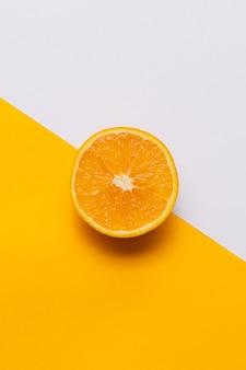 Orangenfrucht schneiden, ansicht von oben