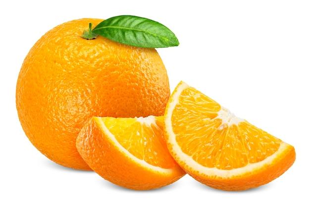 Orangenfrucht und -scheibe isoliert auf weißem hintergrund