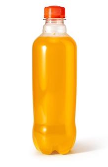 Orangengetränk in der flasche isoliert auf weiß mit beschneidungspfad