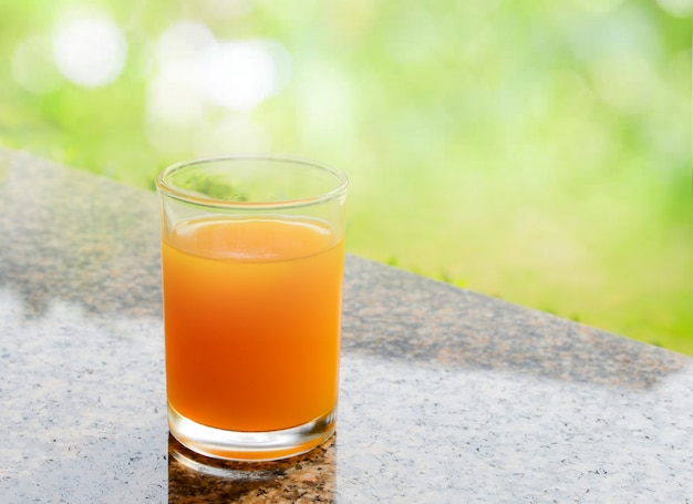 Orangensaft glas natur frischer orangensaft für ein getränk am morgen