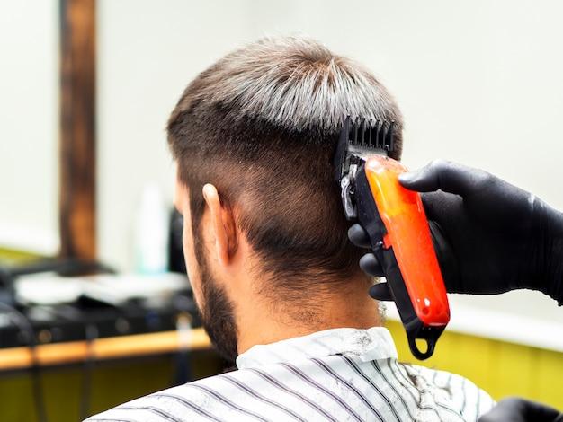 Orangentrimmer und neuer haarschnitt