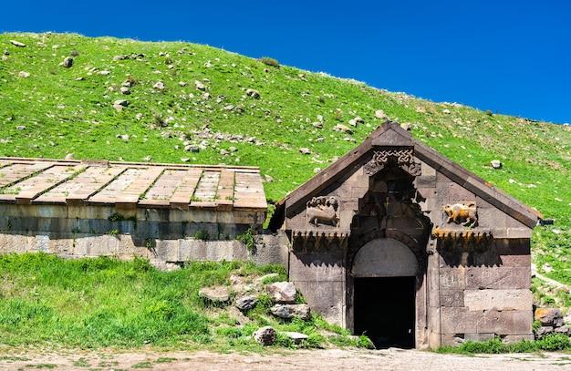Orbelian caravanserai bei vardenyats oder selim mountain pass in armenien