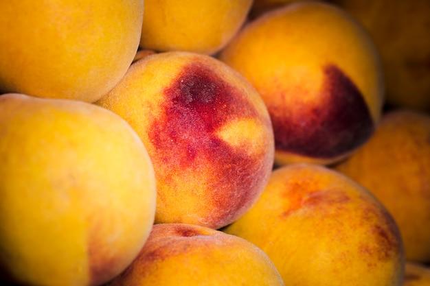Organische und frische früchte im markt