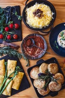 Orientalisches essen - indisches essen zum mitnehmen auf einem londoner markt