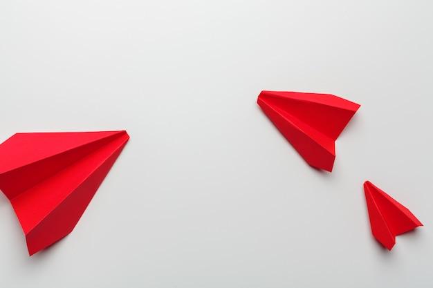 Origami spielzeug flugzeug aus papier