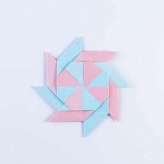 Origami-stern. hergestellt aus quadratischen blättern.