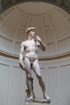 Original marmorstatue in der kunstgalerie