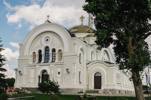 Orthodoxe kirche eines klosters in der brester festung, weißrussland
