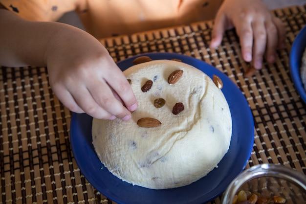 Orthodoxer ostern-quarkkuchen. traditioneller osterhüttenkäsenachtisch