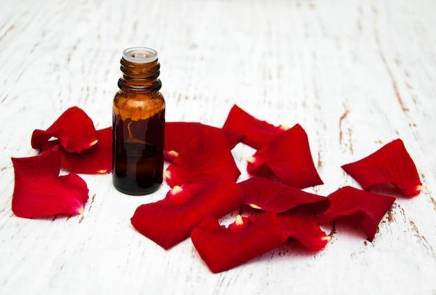 Ose blütenblätter mit ätherischem aromaöl