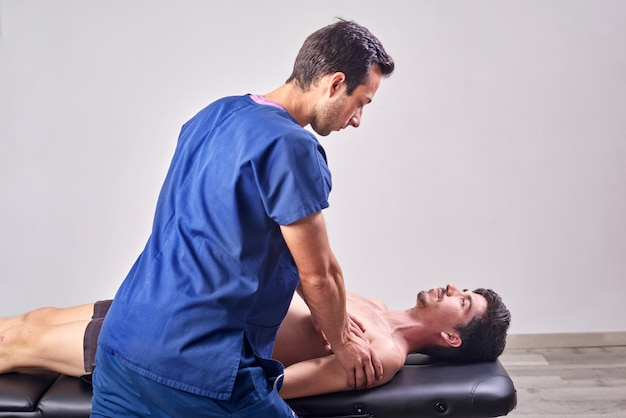 Osteopathie, rehabilitationskonzept für sportverletzungen.