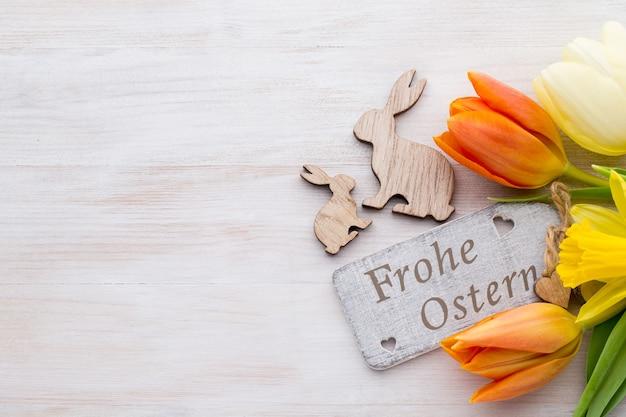 Oster- und frühlingsdekoration, blumen und eier.