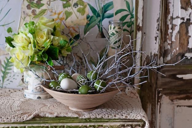Osterdekor. bemalte eier. botanik und vintage