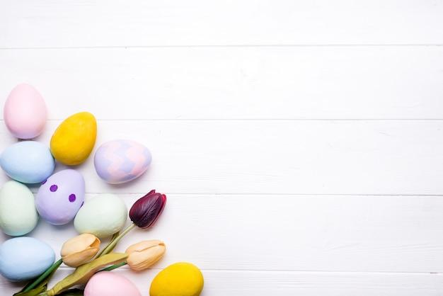 Ostereier in farben gemalt
