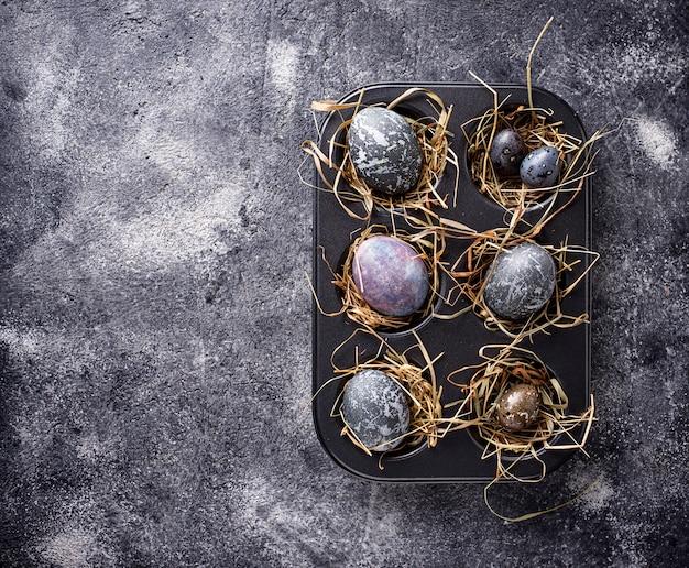 Ostereier mit stein- oder marmoreffekt