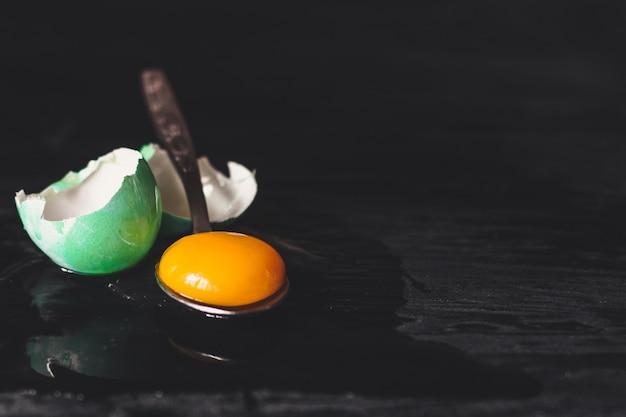 Ostereier, traditioneller feiertag im dunkeln