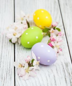 Ostereier und apfelblüte
