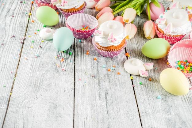 Ostereier und häschenkleine kuchen