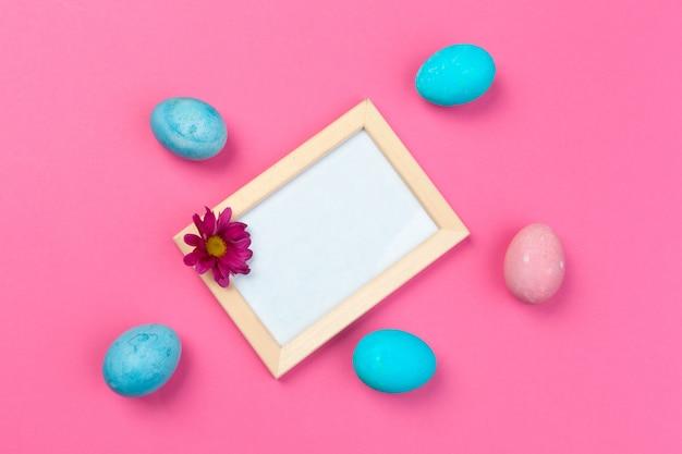 Ostern-dekorationen für ostern-feiertagsabschluß herauf draufsicht