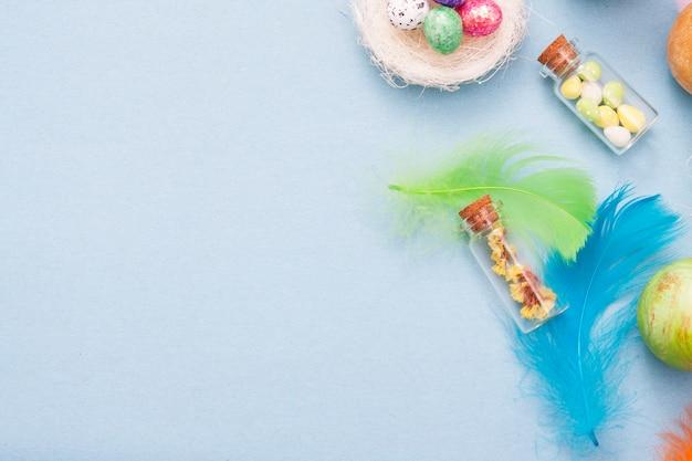 Ostern dekorative elemente auf einem blau