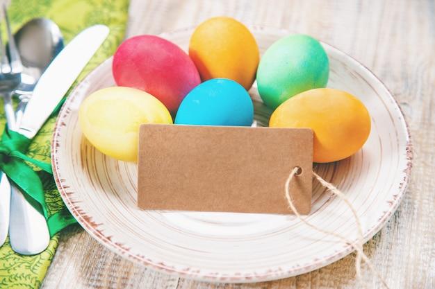 Ostern-foto frohe ostern. eier selektiver fokus.
