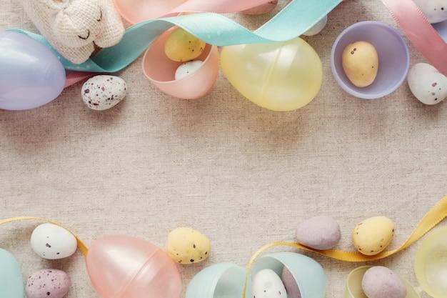 Ostern gesprenkelte eier für kinderhintergrund