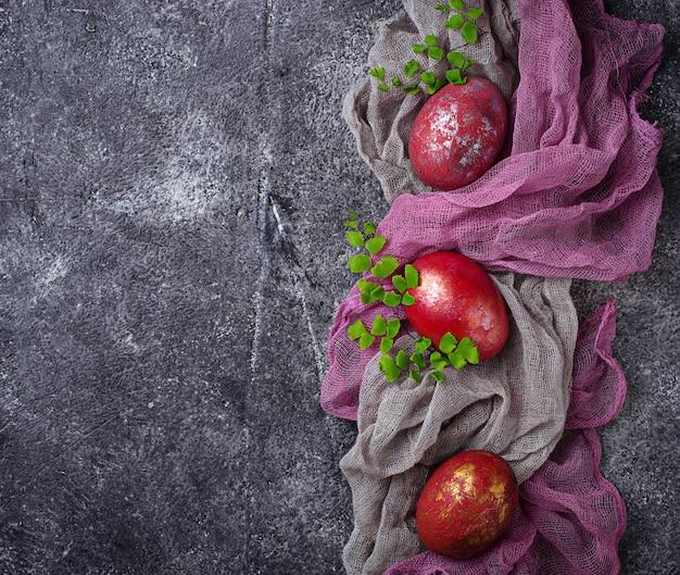 Ostern malte rote hühnereien