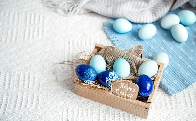 Ostern stillleben mit blauen eiern, feiertagsdekor