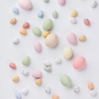Ostern-zusammensetzung auf weißem backgrount, draufsicht