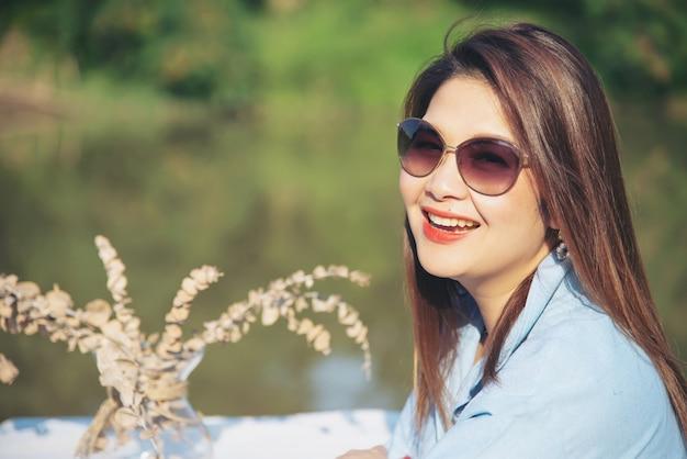 Outdoor portrait asiatische frau
