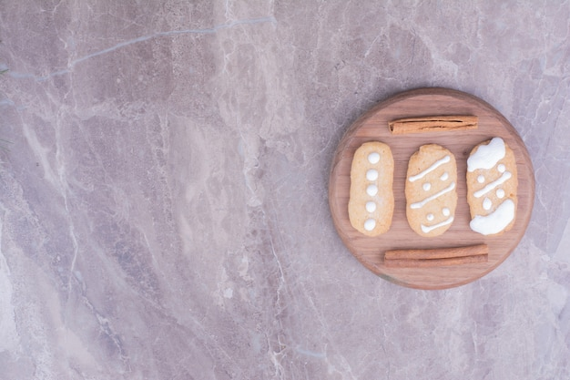 Ovale lebkuchen mit zimtgeschmack