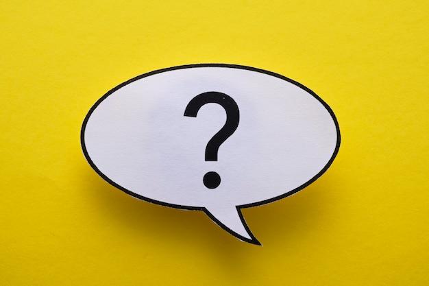 Ovale rede oder gedankenblase mit fragezeichen